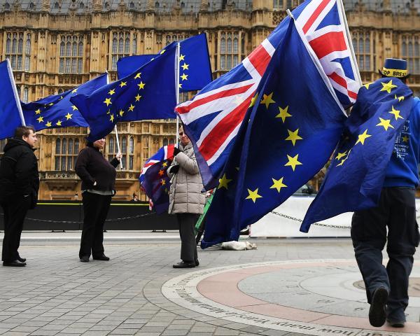 PT Reino Unido quer avançar com o Brexit 2016